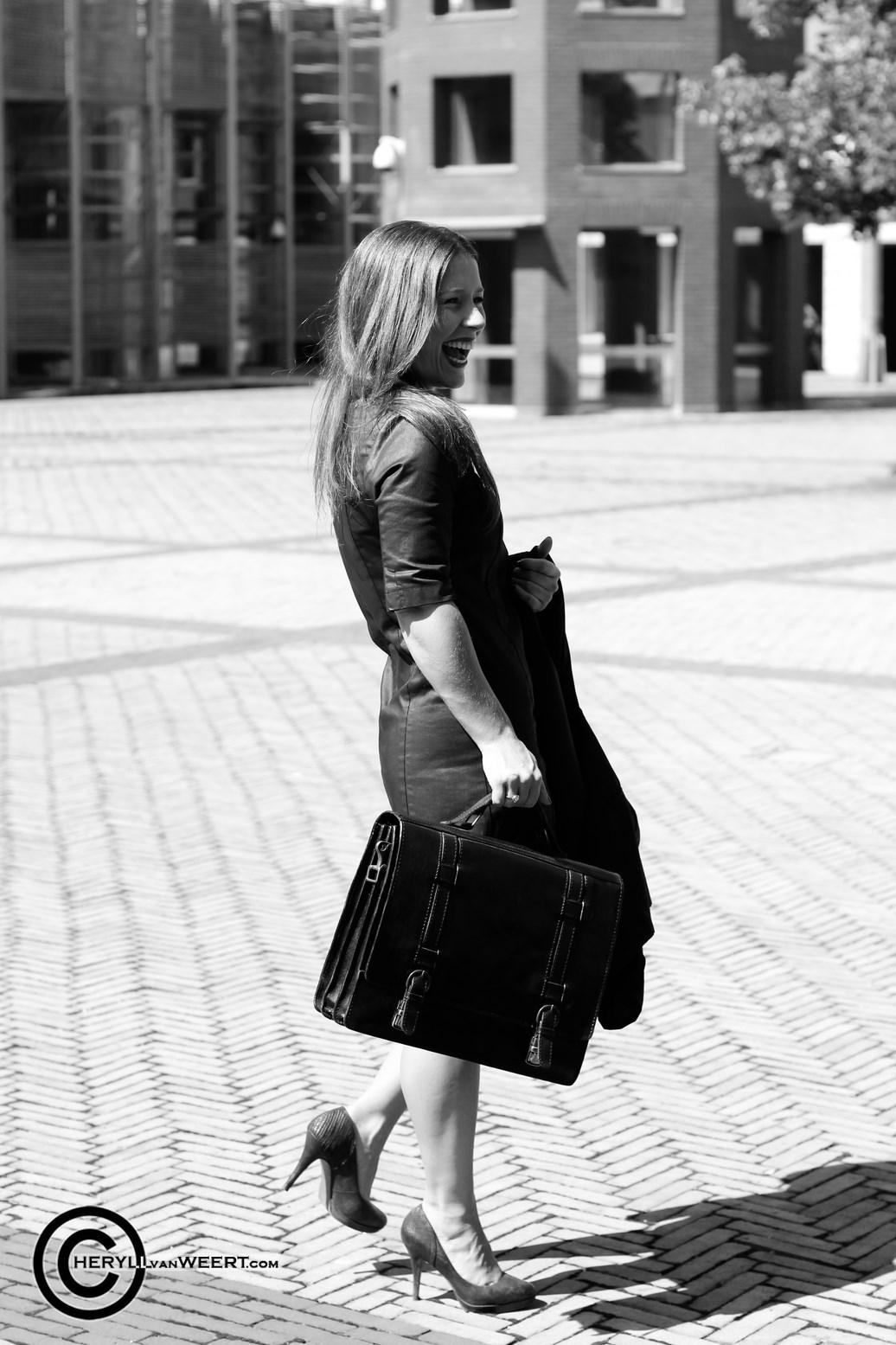 Kim Troeijen foto buiten rechtbank